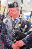 Un joueur de pipeau froid Photos libres de droits