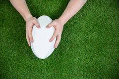 Un joueur de rugby marquant un essai Image libre de droits