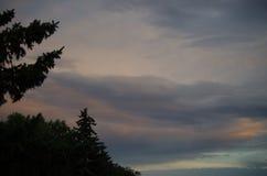 Un jour nuageux images stock
