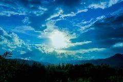 Un jour paisible en montagne photos stock