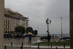 Un jour pluvieux romantique à Salonique photographie stock