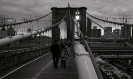 Un jour sombre au-dessus du pont de Brooklyn - NYC - les Etats-Unis photo libre de droits