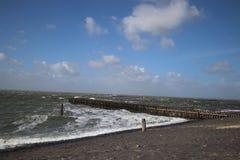 Un jour venteux par la mer photo stock