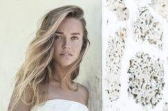 Un joven, retrato del blonde precioso Fotos de archivo libres de regalías