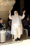Un judío religioso ruega en la pared que se lamenta Foto de archivo libre de regalías