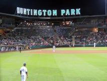 Un juego de béisbol que es jugado en el parque de Huntington Fotografía de archivo libre de regalías