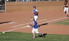 Un juego de softball de las muchachas de la liga pequeña de Summerlin Fotos de archivo