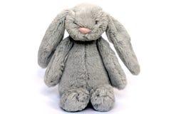 Un juguete mullido gris del conejo Foto de archivo libre de regalías