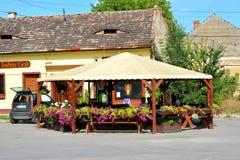 Un kiosque près de la forteresse de Fagaras, comté de Brasov Photo libre de droits