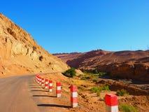 Un la route pour flamber la montagne, Turpan, Uygur Zizhiqu, le Xinjiang, Chine Photographie stock libre de droits