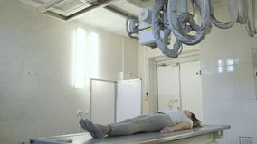 Un laboratorio de diagnóstico aislado del hospital médico de X Ray Machine In A almacen de metraje de vídeo