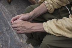 Un laborer& x27 ; mains de s Photographie stock libre de droits