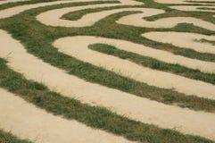 Un labyrinthe sur l'herbe Photographie stock