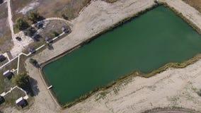 Un lac artificiel pour la pêche Un pont pour des pêcheurs sur le lac Pêche de lac Photographie stock libre de droits