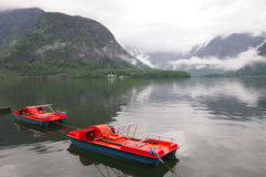 Un lac dans Hallstatt, Autriche Images libres de droits