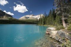 Un lac de montagne photographie stock