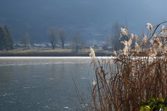 Un lac entier - lac Endine - Bergame - Italie complètement congelés Image stock