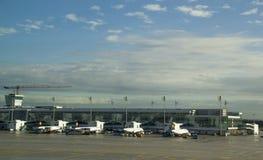 Un lado de delantal del estacionamiento de Lufthansa en Munich, Alemania Foto de archivo libre de regalías