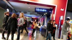 Un lado de pasillo del cine