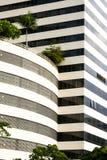 Un lado de un edificio con diversas formas Foto de archivo libre de regalías