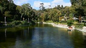 Un lago artificiale in Yildiz Park, Costantinopoli, Turchia stock footage