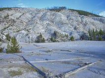 un lago asciutto nelle montagne rocciose fotografie stock
