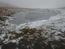 Un lago congelado Fotos de archivo libres de regalías