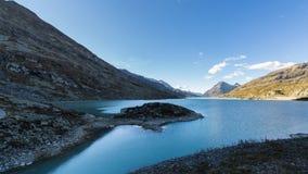 Un lago della montagna Immagini Stock Libere da Diritti