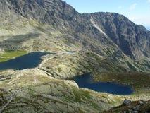 Un lago delle due montagne Immagini Stock Libere da Diritti