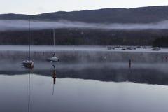 Un lago di prestine durante l'alba Fotografie Stock