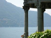 Un lago di sogno Como della sede della riunione Fotografia Stock Libera da Diritti