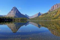 Un lago due medicine, sosta nazionale del ghiacciaio Fotografia Stock Libera da Diritti