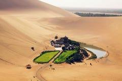 ¼ creciente de Dunhuangï del ¼ de Lakeï Imágenes de archivo libres de regalías