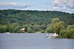 Un lago en país de la cabaña del ` s de Ontario fotos de archivo libres de regalías