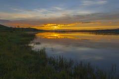 Un lago en puesta del sol Imágenes de archivo libres de regalías