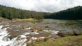 Un lago hermoso imagenes de archivo