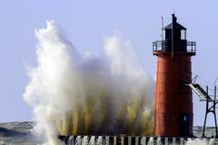 Un lago Michigan e un faro arrabbiati Immagini Stock Libere da Diritti