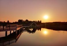 Un lago nel tramonto fotografie stock