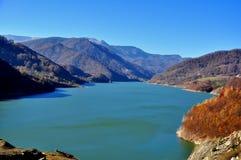 Un lago nelle montagne Immagine Stock Libera da Diritti