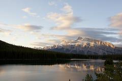 Un lago ny di due prese di Alpenglow Fotografie Stock Libere da Diritti