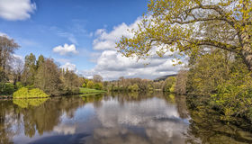 Un lago tranquilo, Worcestershire, Inglaterra Imagenes de archivo