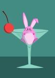 Un lapin mignon à l'intérieur d'un verre de vin Photographie stock libre de droits