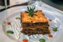 Un lasagne typique de Rome images stock