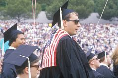 Un laureato patriottico del UCLA in cappucci ed abiti, Los Angeles, California Fotografie Stock Libere da Diritti