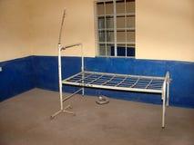Un letto di ospedale tipico Fotografia Stock Libera da Diritti