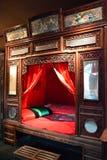 Un letto per recentemente una coppia sposata fotografia stock