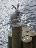 Un lièvre en bronze Photos stock