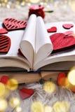 Un libro di amore per i biglietti di S. Valentino immagine stock libera da diritti