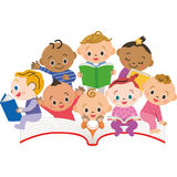 Un libro e un bambino Fotografia Stock