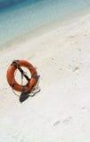 Un lifebuoy sur la plage image libre de droits